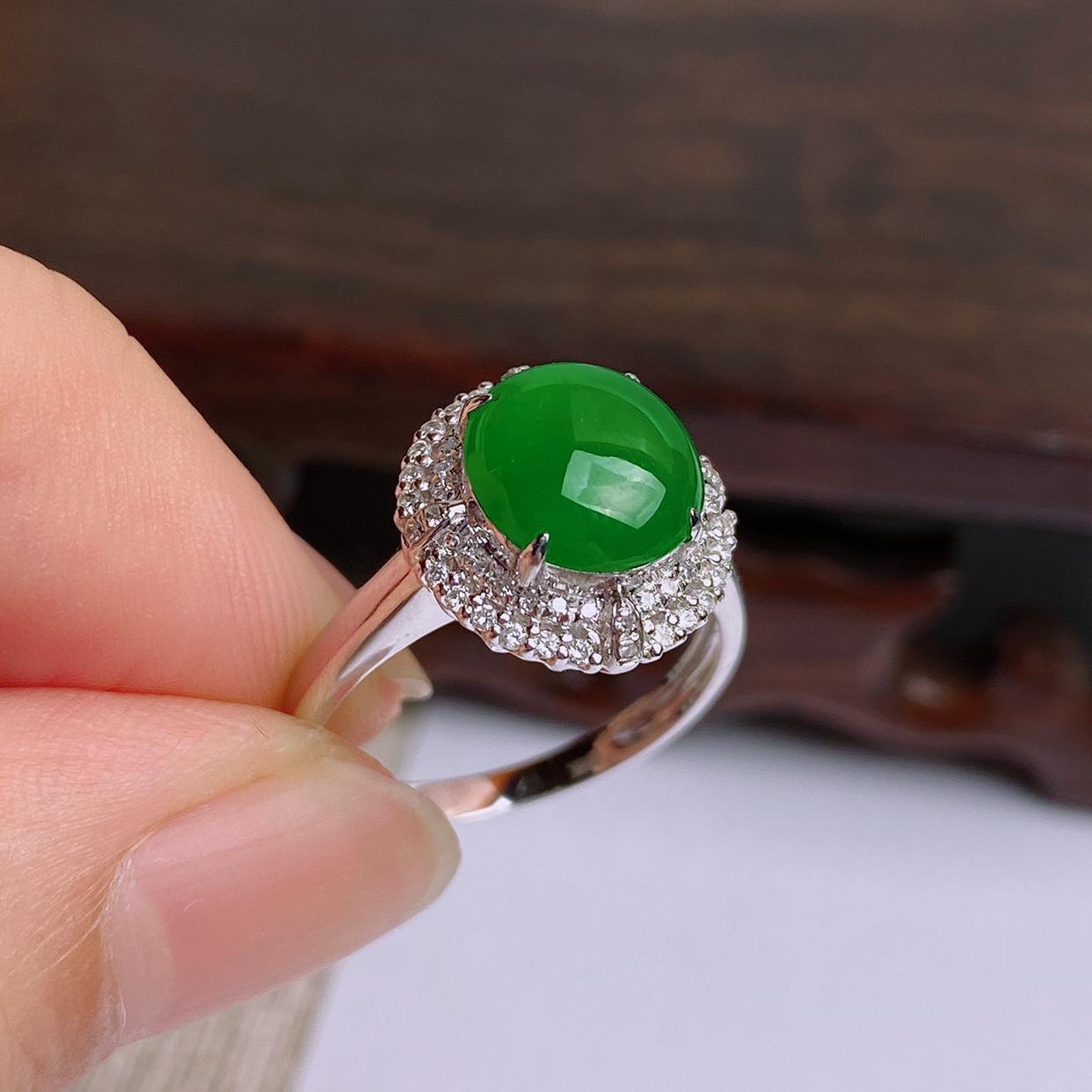 A货翡翠-种好满绿18K金伴钻蛋面戒指,尺寸-裸石9*8.3*3.2mm整体13*12.5*7.7m
