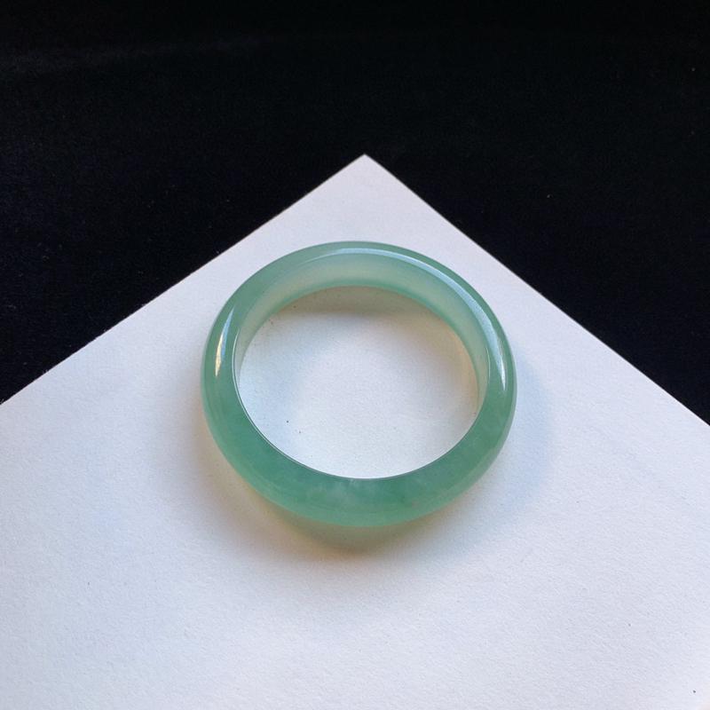 冰润果绿正圈手镯57mm 质地细腻,种好水润,清秀高雅, 佩戴效果迷人