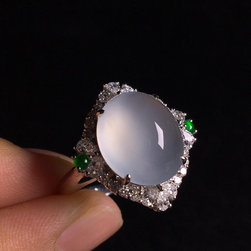18k金伴钻镶嵌冰种蛋面戒指,细腻饱满通透,冰透起光,纯净无暇,种质润泽,种水足,裸石:13*12*