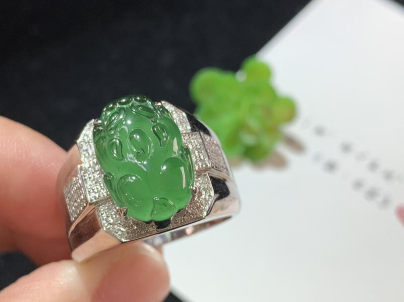 戒指,满绿貔貅戒指,18k金伴钻,雕工精细,佩戴大气,裸石规格:15.1-9.8-2.8