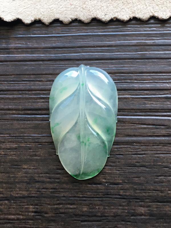 飘花玉叶,自然光实拍,种好通透,水润玉质细腻,雕刻精细,饱满品相佳,