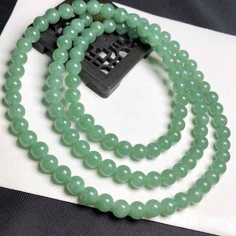 糯化种菠菜绿翡翠珠链项链、108颗、直径7.8毫米、质地细腻、色彩鲜艳、隔珠是装饰品、A042C46
