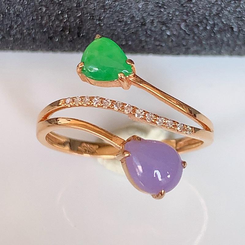 自然光实拍~18k金伴钻镶嵌双彩翡翠戒指,沁人心脾,豪华镶嵌而成,佩戴效果大气出众,尽显气质。种水好