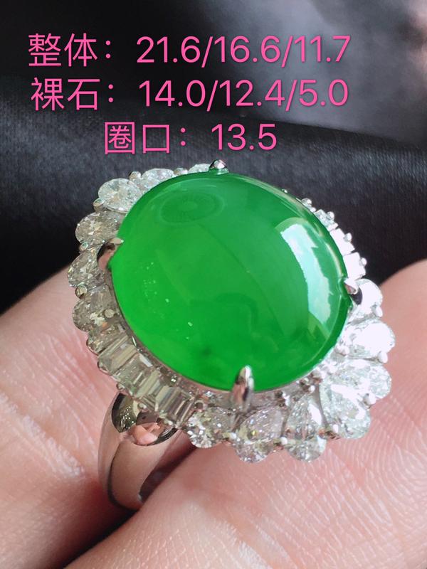 #自然光实拍#,阳绿戒指,种水好,色泽鲜艳,裸石尺寸:14.0*12.4*5.0
