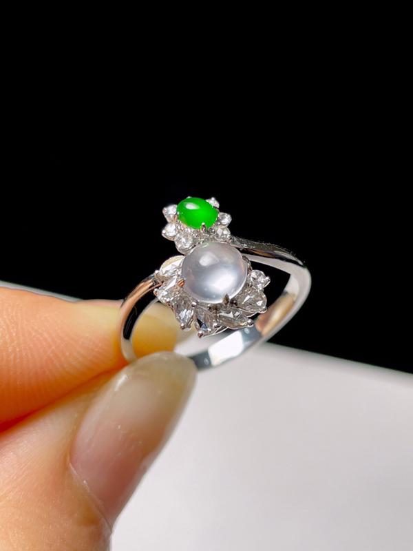 天然翡翠冰种绿蛋面设计戒指 【尺寸】16.9(mm) 【裸石】5.7*5.7*3.8(mm) 色阳起