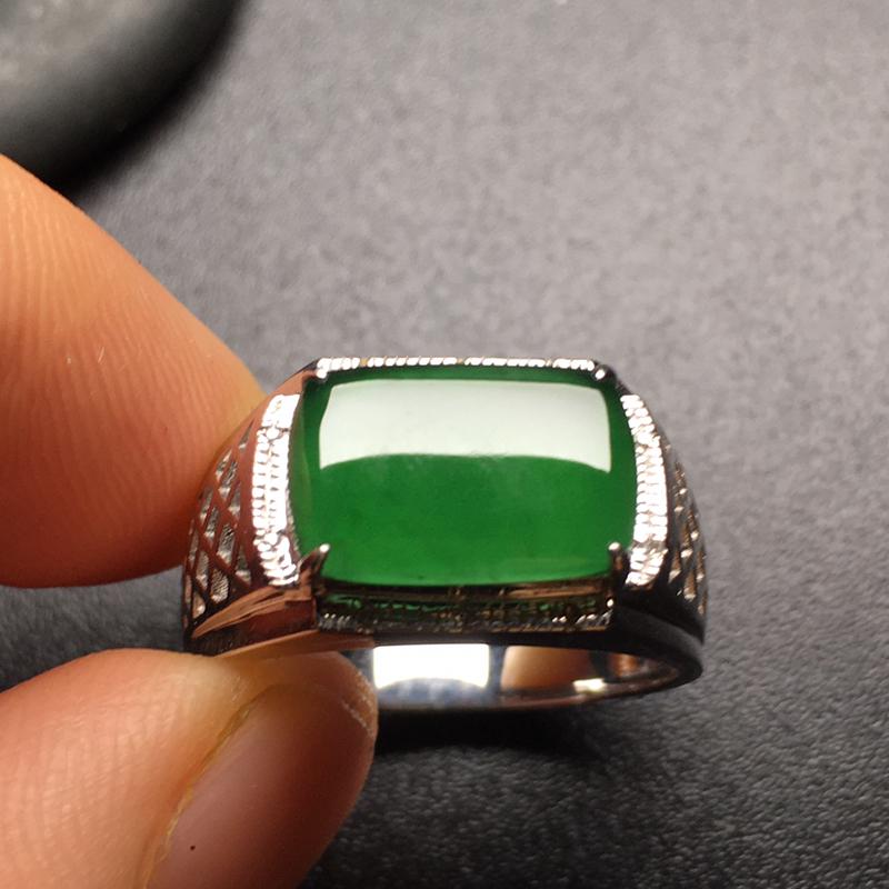 满绿马鞍翡翠戒指,色泽鲜艳,水润通透,饱满圆润,性价比高,裸石尺寸:12.2*8*3整体尺寸:16