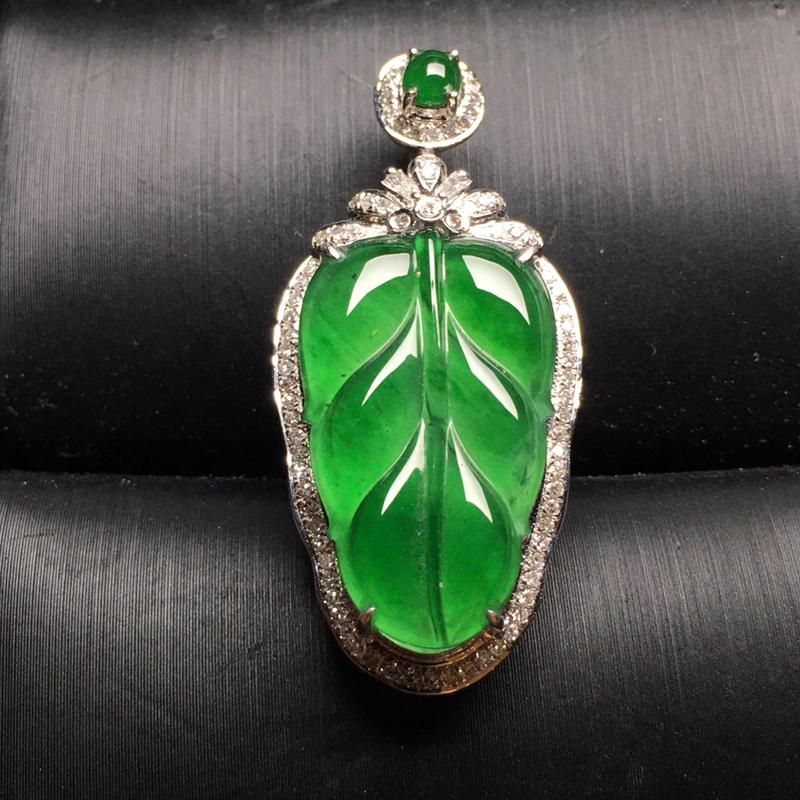 满绿叶子翡翠吊坠,色泽鲜艳,水润通透,饱满圆润,性价比高,裸石尺寸:21.5*12.9*3整体尺寸
